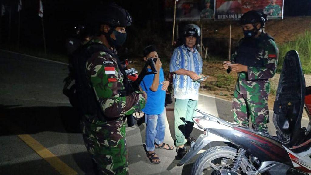 Cegah Barang Ilegal Masuk, TNI Sweeping Perbatasan RI-Malaysia di Kalbar