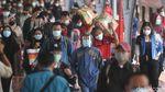 Stasiun Pasar Senen Sibuk Saat Puncak Arus Balik Libur Tahun Baru