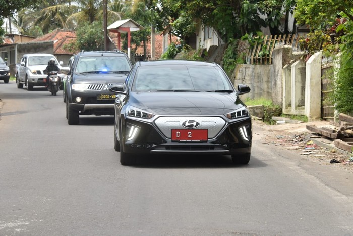 Wakil Gubernur Jawa Barat Pakai Mobil Listrik Hyundai Ioniq