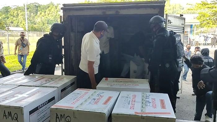 15 Ribu Vaksin Sinovac Tiba di Maluku.
