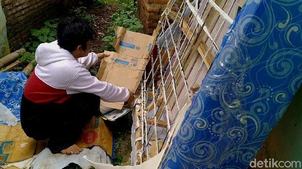 Kasur pegas (spring bed) abal-abal yang biasa dijual dengan iming-iming cuci gudang