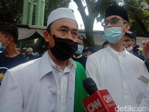 Ketua Panita Kegiatan Pengajian Nursarianto (kiri) bersama Ketua BKM Masjid Amal Silaturahmi Indra Syafii (Ahmad Arfah/detikcom)