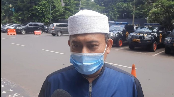 Ketum PA 212 Slamet Maarif tiba di Polda Metro Jaya untuk diperiksa terkait Aksi 1812.