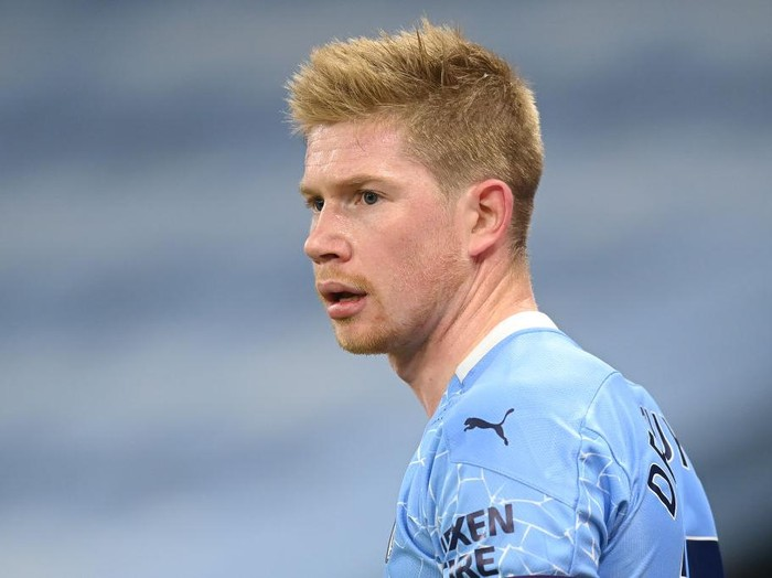 MANCHESTER, ENGLAND - DECEMBER 15: Kevin De Bruyne of Manchester City in action during the Premier League match between Manchester City and West Bromwich Albion at Etihad Stadium on December 15, 2020 in Manchester, England. The match will be played without fans, behind closed doors as a Covid-19 precaution.  (Photo by Michael Regan/Getty Images)