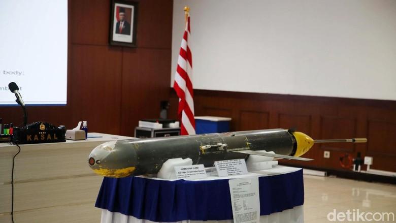 Drone laut misterius di Selayar, Sulawesi Selatan, yang ditemukan nelayan merupakan alat bernama seaglider. Hal itu disampaikan KSAL Laksamana TNI Yudo Margono dalam jumpa pers di Pusat Hidrografi dan Oseanografi (Pushidrosal) TNI AL, Ancol, Jakarta Utara, Senin (4/1/2021).