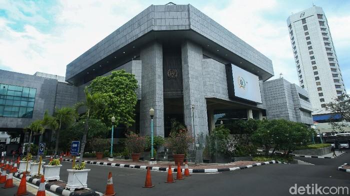Ketua DPRD DKI Jakarta Prasetio Edi Marsudi mengatakan Gedung DPRD DKI Jakarta ditutup sementara karena banyak anggota yang terpapar Corona.