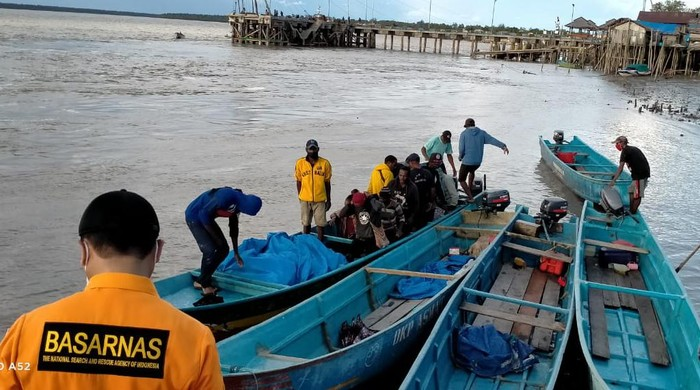 Longboat berpenumpang 14 orang ditemukan di Asmat (Istimewa)