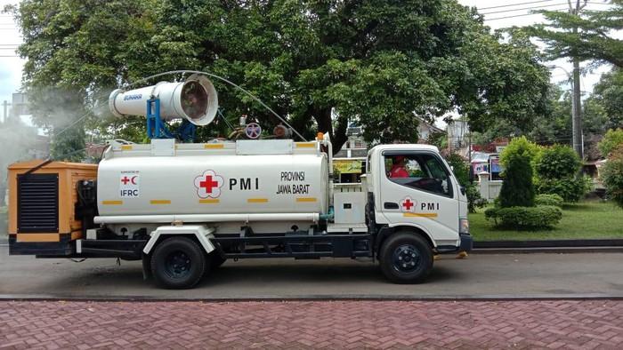 Penyemprotan disinfektan di Pangandaran