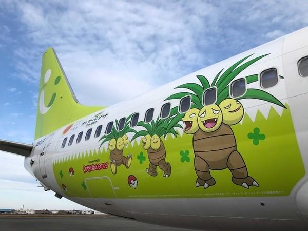 Untuk pesawat rute Miyazaki-Haneda, pesawat mengambil tema Pokemon Exeggutor. Pokemon ini dipilih karena ia menyerupai pohon palem phoenix yang asli dari daerah tersebut. (Foto: PR Times)