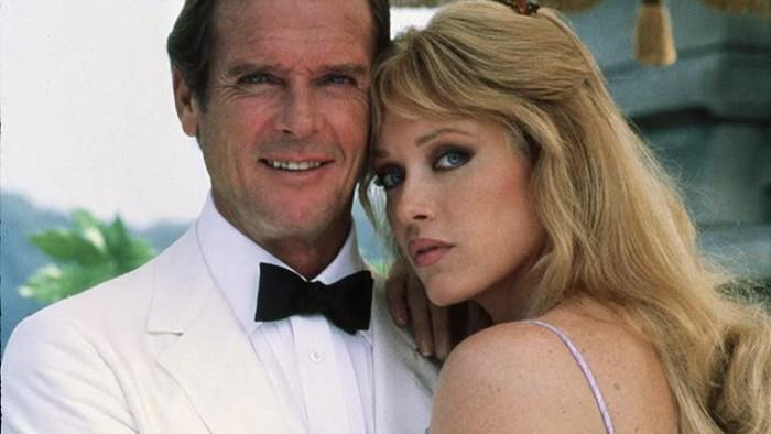Tanya Roberts dan Roger Moore