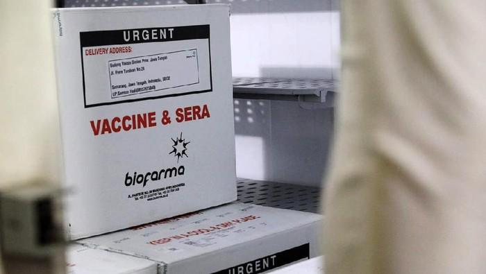 Vaksin COVID-19 Sinovac sudah tiba di gudang farmasi Dinas Kesehatan Jawa Tengah, Senin (4/1/2021). Dalam tahap ini Jateng menerima 62.560 dosis vaksin untuk COVID-19 tersebut.