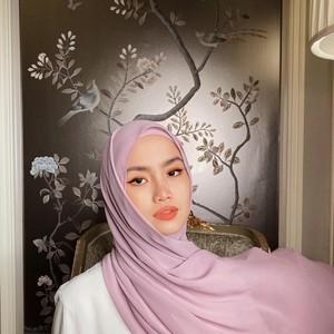 4 Pilihan Warna Hijab yang Paling Digemari di 2020