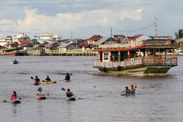 Sungai terpanjang di indonesia adalah Sungai Kapuas. Sungai yang ada di Kalimantan Barat ini memiliki panjang 1.143 Km. ( ANTARA FOTO/JESSICA HELENA WUYSANG)
