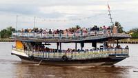 Wisata Sungai Kapuas tersebut menjadi salah satu destinasi bagi warga setempat untuk menghabiskan libur akhir pekan.