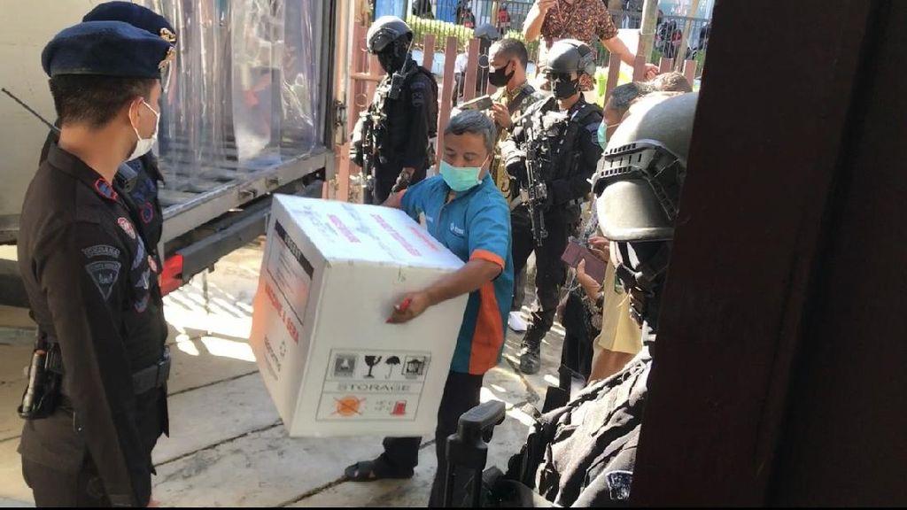 Lebih 36 Ribu Vaksin Tiba di Sumbar, Dikawal Polisi Bersenjata