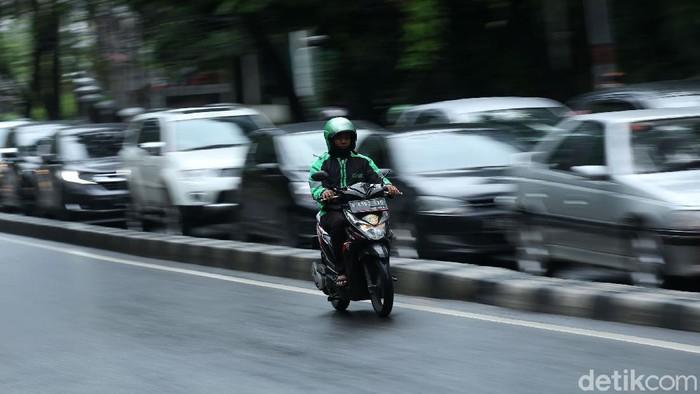 Fenomena pemotor lawan arus masih kerap ditemukan di jalanan Ibu Kota. Salah satunya di Jalan Raya Ragunan, Pasar Minggu, Jakarta.