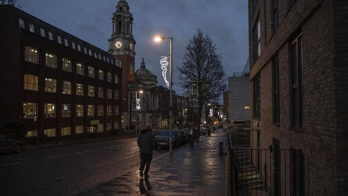 Inggris kembali melakukan lockdown usai ditemukannya varian baru virus Corona di negara tersebut. Kota London pun kembali sepi dari aktivitas warga.