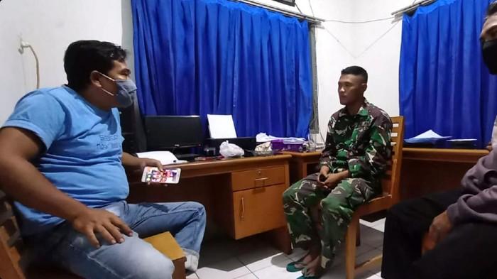 Marinir gadungan di Sukabumi diamankan petugas.