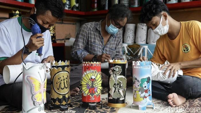 Ada kisah inspiratif di balik geliat usaha kerajinan lampu hias yang berada di Tangerang ini. Bisnis ini diharapkan dapat memberbadayakan masyarakat di sana.