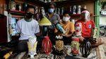 Foto: Berdayakan Masyarakat di Zona Merah Lewat Kerajinan Lampu Hias