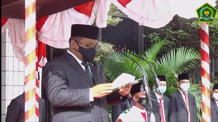 Menag Yaqut jadi inspektur upacara Hari Amal Bakti Kemenag ke-75 (Screenshot YouTube Kemenag RI0