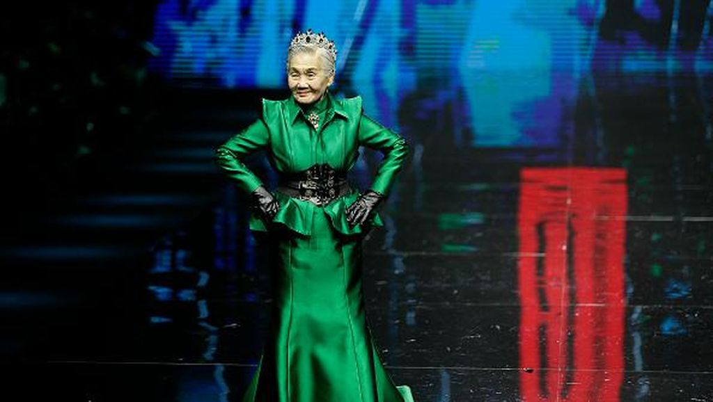 Wuhan Gelar Fashion Show Setahun Setelah Corona, Modelnya Wanita Usia Senja