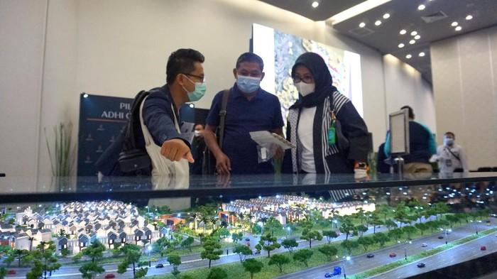 Meski pasar properti masih dibayangi efek dari pandemi. Sedikitnya sudah 400 Peminat properti mengincar 352 unit rumah Bhumi Anvaya, Adhi City Sentul, Bogor.