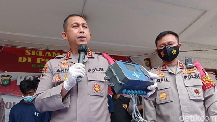 Polisi rilis kasus pencurian bagian pipa gas di Cakung (Sachril/detikcom)
