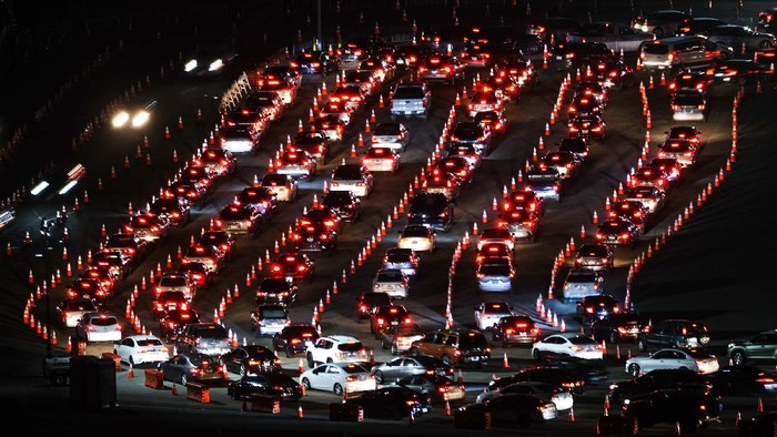 Motorists line up to take a coronavirus test in a parking lot at Dodger Stadium, Monday, Jan. 4, 2021, in Los Angeles. (AP Photo/Ringo H.W. Chiu)