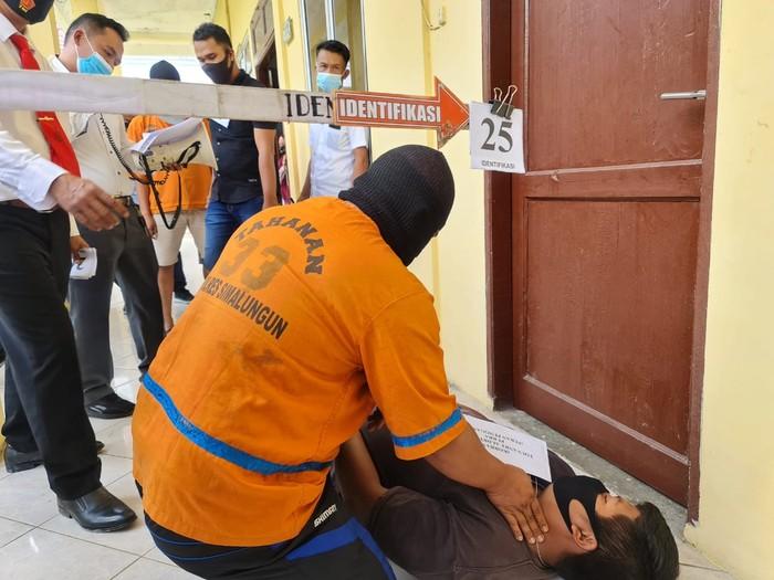 Rekonstruksi kasus penganiayaan terduga pencuri (dok. Istimewa)