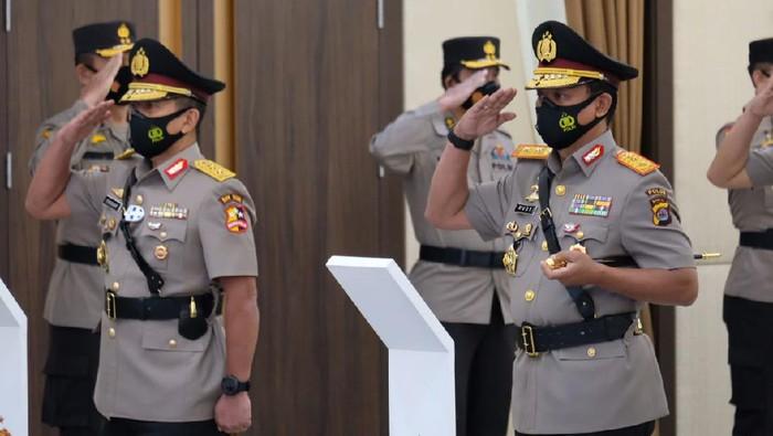 Irjen Rudy Heriyanto Adi Nugroho resmi menjabat Kapolda Banten setelah serah terima jabatan di Mabes Polri dan dilanjutkan pisah sambut dengan Irjen Fiandar di Mapolda Banten.