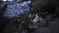 Seperti diketahui, Chefchaouen merupakan kota yang terhampar di Pegunungan Rif, barat laut Maroko. Kota yang berdekatan dengan Tangier ini mendapat julukan The Blue Pearl of Morocco atau mutiara biru dari Maroko.