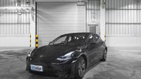 Sok Ah! Pakai Fitur Autopilot Tesla Pengendara Ini Duduk di Kursi Belakang