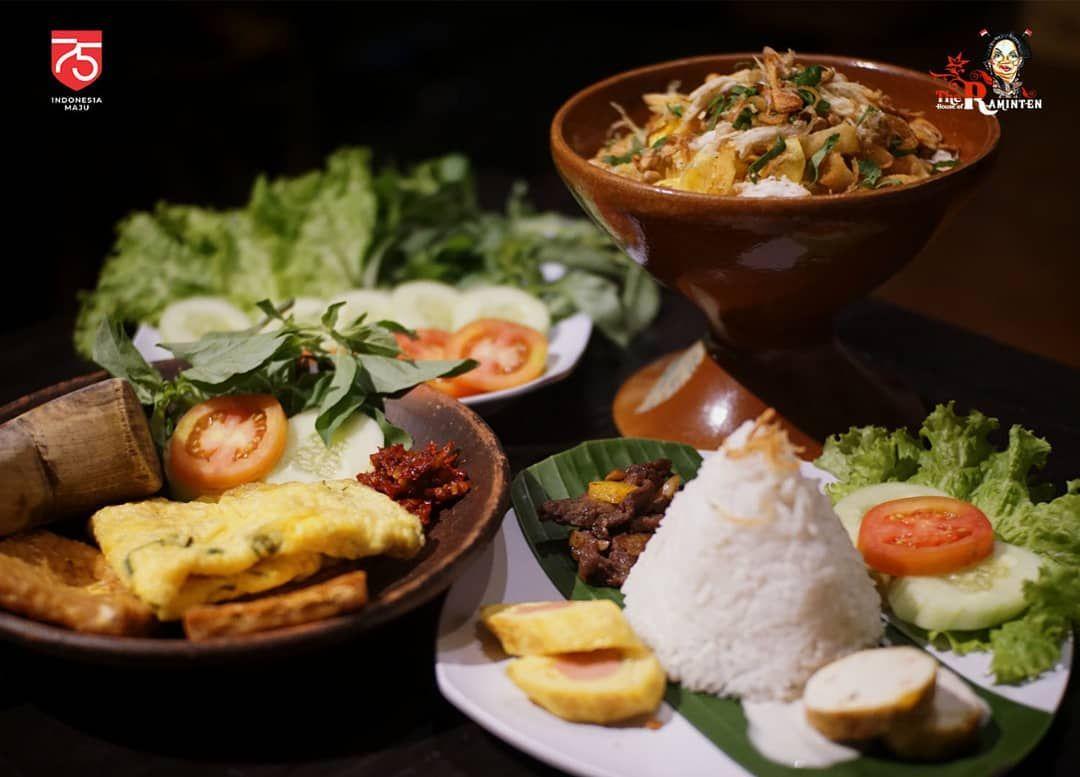 Restoran di Yogyakarta yang Pelayannya Totalitas Pakai Baju Adat Jawa
