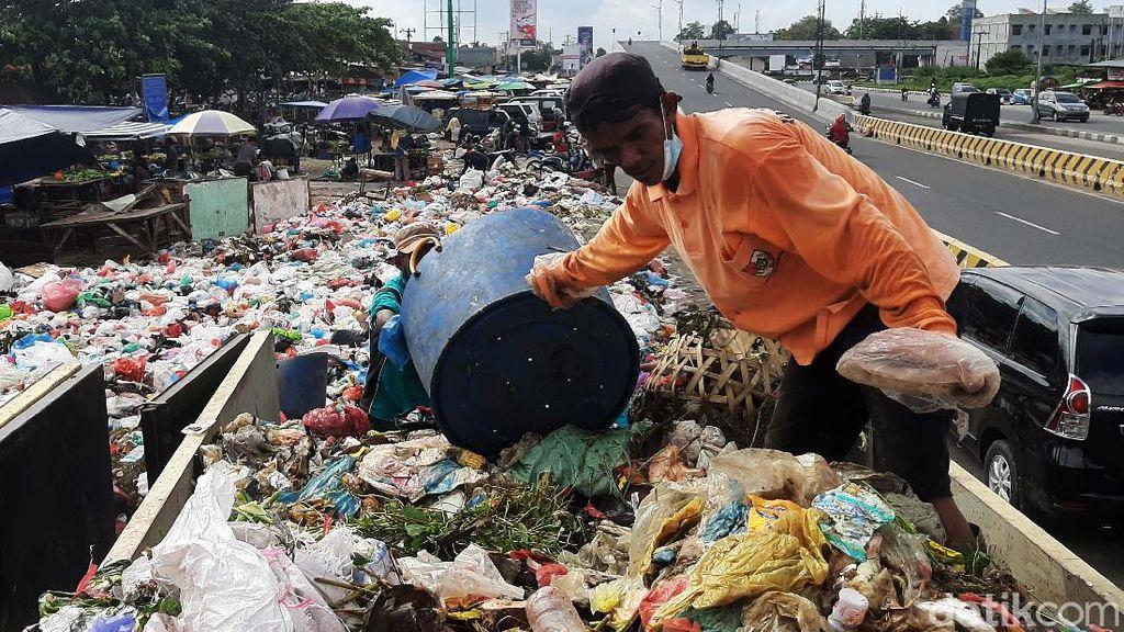 Usut Kasus Tumpukan Sampah di Pekanbaru, Polisi Periksa Kadis LHK