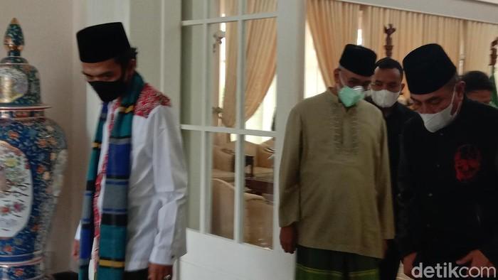 Ustaz Abdul Somad menemui Gubsu Edy Rahmayadi (Ahmad Arfah/detikcom)