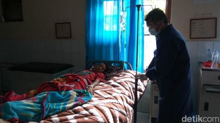 Warga keracunan jalani perawatan di Puskesmas Ciamis.