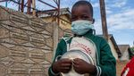 Warga Zimbabwe Antre Panjang Untuk Makanan Gratis
