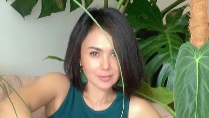 Yuni Shara yang tampak awet muda