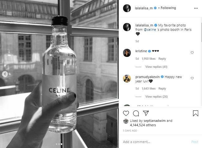 Lisa BLACKPINK Minum Air Putih Rp 700 Ribu