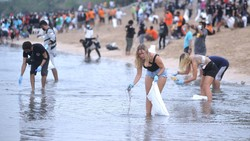Duh, Pantai Kuta Bali Penuh Sampah, Yuk Bersih-bersih!