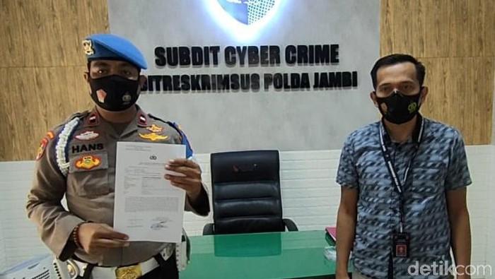 Anggota Propam Polda Jambi, Aipda Hans Simangunsong melaporkan akun satu TikTok ke Cyber Crime Polda Jambi.