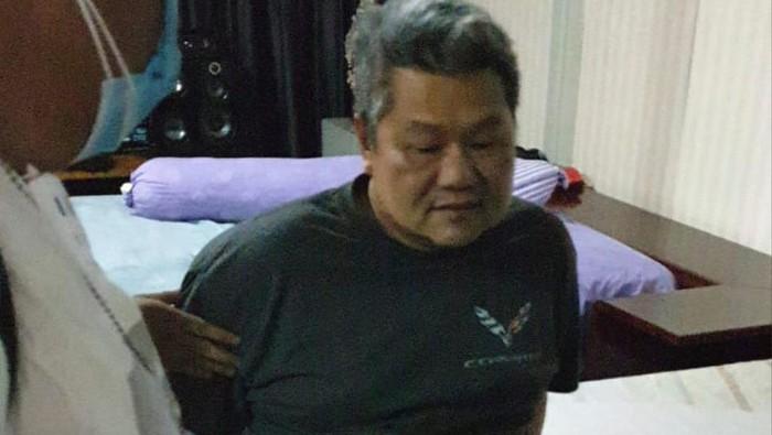 Augustinus, buronan dengan status terpidana 8 tahun penjara atas korupsi Rp 13 miliar.