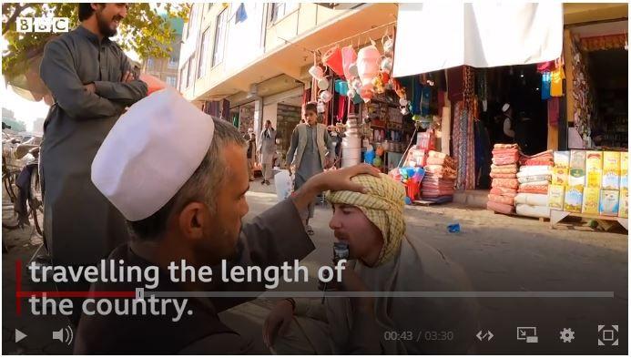 Drew Binksy ke Afghanistan, turis Amerika Serikat