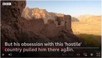 Travel blogger asal AS ini bernama Drew Binksy. Ia membagikan ceritanya selama keliling Afghanistan dalam sebuah video ke BBC.