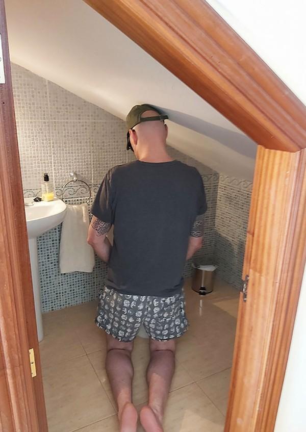 Kamar mandinyaa kecil banget! (dok Bored Panda)
