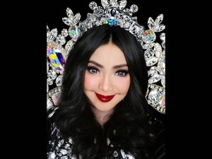 Iyeth Bustami Pamer Gaya Terlihat Rambut, Netizen Kira Lepas Hijab
