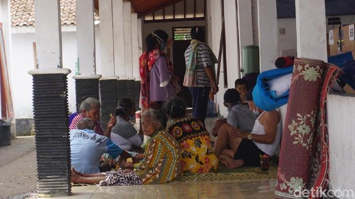 Kondisi pengungsi Merapi di barak pengungsian Kalurahan Glagaharjo, Sleman, Rabu (6/1/2021).