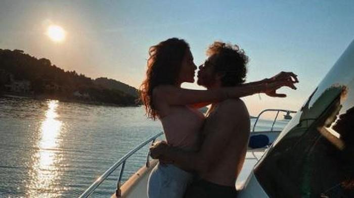 momen liburan Valentino Rossi dengan pacarnya di kapal pesiar