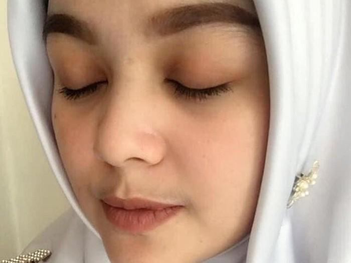 Yenna Rachman yang viral karena merara glowing setelah diruqyah